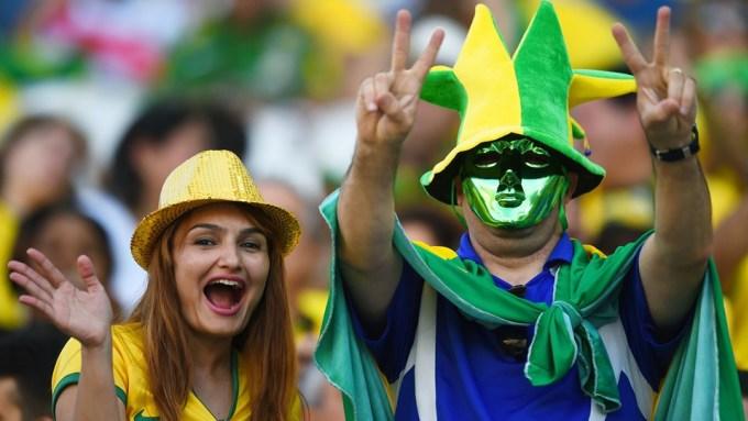 <p> Nụ cười luôn rạng rỡ trên gương mặt các người đẹp có mặt tại Arena Corinthians hôm qua.</p>