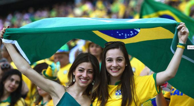 <p> HLV Scolari nói Brazil cần vượt qua bảy nấc thang - là bảy trận đấu - để có thể đến với thiên đường là chức vô địch World Cup 2014 lần này. Sự ủng hộ từ người hâm mộ là một yếu tố quan trọng để thầy trò Scolari dấn bước trên con đường chinh phục ấy.</p>