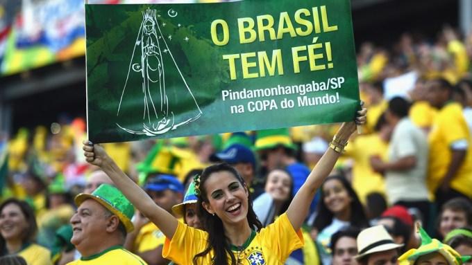 <p> World Cup 2014 là lần thứ hai Brazil đăng cai ngày hội bóng đá lớn nhất hành tinh. Người Brazil vì thế ngóng chờ đội nhà đăng quang trên sân nhà.</p>