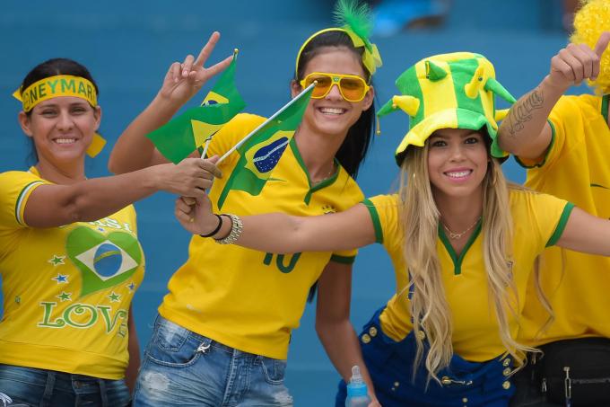 Dàn mỹ nữ khoe sắc trong ngày khai mạc World Cup