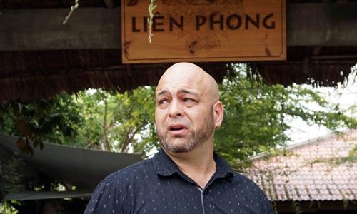 Võ sư Flores thất vọng khi tìm gặp Johnny Trí Nguyễn nhưng bất thành. Ảnh: Quang Liêm.