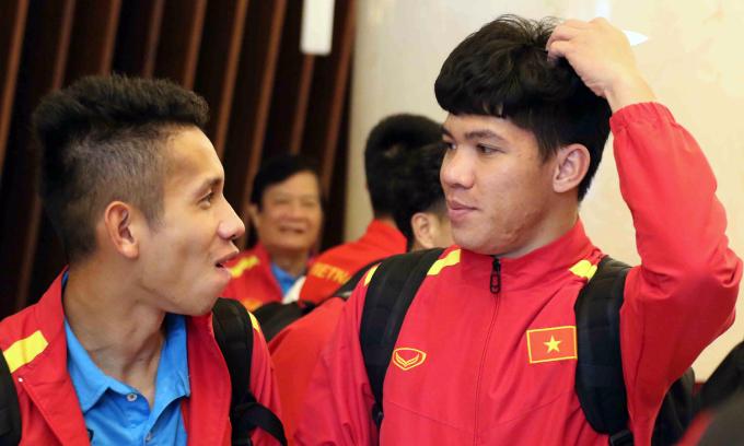 <p> Giống các lần đổi địa điểm đóng quân của đội tuyển trước đây, Liên đoàn bóng đá Việt Nam (VFF) đều cử cán bộ đi tiền trạm, phối hợp với Ban tổ chức, nhằm đảm bảo điều kiện thuận lợi nhất cho các tuyển thủ.</p>