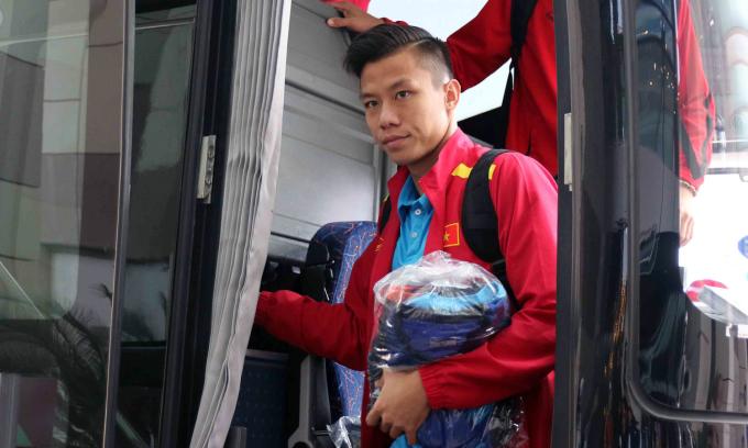 <p> Sau một ngày nghỉ ngơi tại Al Ain và chờ kết quả lượt trận cuối vòng bảng, sáng nay tuyển Việt Nam di chuyển sang Dubai - nơi diễn ra trận đấu với Jordan ở vòng 1/8 - bằng xe buýt.</p>