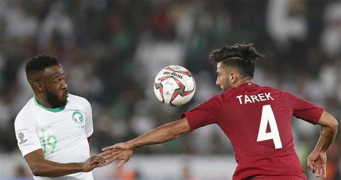<p> <strong>Tarek Salman (21 tuổi, Qatar)</strong>. Đóng vai trò thầm lặng trong đội hình Qatar, nhưng Salman xứng đáng được tôn vinh với những cống hiến tại Asian Cup. Thi đấu ở vị trí trung vệ, ngôi sao 21 tuổi đã khẳng định được vị trí và giúp Qatar giữ sạch lưới. Giới hâm mộ đang đặt kỳ vọng lớn vào Salman.</p>