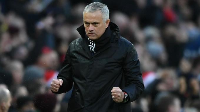 """<p> <strong>Jose Mourinho - 34 triệu đôla. </strong>Không còn làm HLV bóng đá, nhưng công việc MC truyền hình cộng với khoản đền bù hậu hĩnh từ Man Utd vẫn giúp """"Người Đặc Biệt"""" về nhì ở khả năng kiếm tiền trong năm 2018.</p>"""