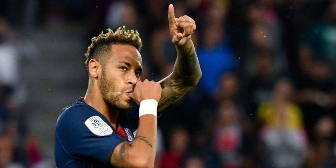 <p> <strong>Neymar - 102 triệu đôla</strong></p> <p> Luôn được đối xử như ông hoàng kể từ khi đặt chân tới PSG, nhưng phong độ phập phù ở nước Pháp khiến Neymar bị hai đàn anh bỏ ngày càng xa trong cuộc chiến thu nhập. Dù vậy, với 102 triệu đôla đút túi một năm, số tiền ngôi sao người Brazil kiếm được vẫn gấp đôi người đứng kế sau.</p>