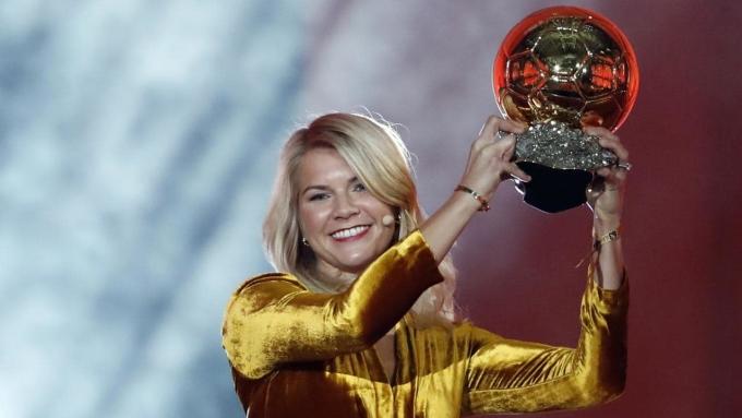 <p> <strong>Ada Hegerberg - 450.000 đôla. </strong>Nữ cầu thủ kiếm nhiều tiền nhất năm 2018 là tân chủ nhân Quả Bóng Vàng, Heberberg. Dù vậy, tổng thu nhập của nam cầu thủ kiếm tiền nhiều nhất (Messi) gấp 325 lần cô.</p>
