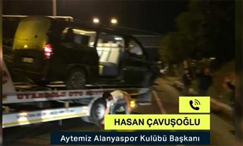 Chiếc xe gặp nạn được chở về phục vụ điều tra.