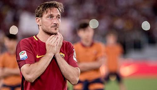 Totti được CĐV Roma trân trọng gọi là Hoàng tử thành Rome. Ảnh: AFP.