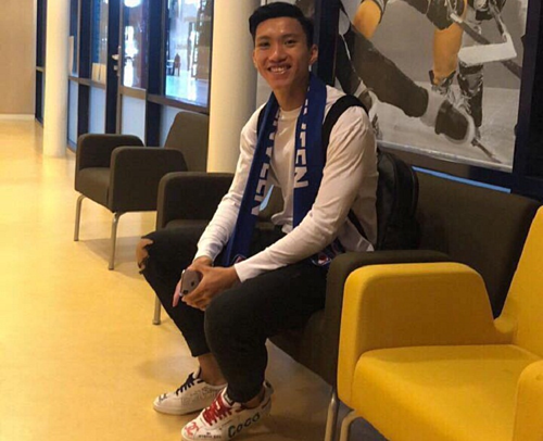 Văn Hậu trong lúc chờ hoàn thành thủ lục ký kết hợp đồng với SC Heerenveen. Ảnh: Đoàn Văn Hậu.