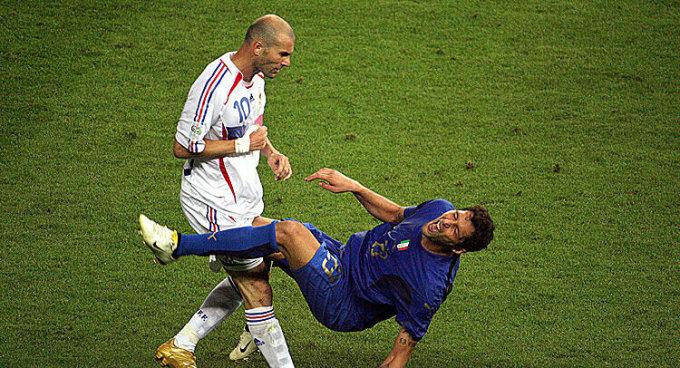 Pha thiết đầu công của Zidane (trắng). Ảnh: AFP.