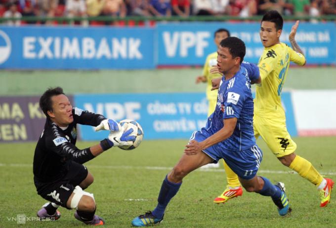 Dương Hồng Sơn cho biết trong tám năm gắn bó với Hà Nội T&T, điều duy nhất anh tiếc nuối là không giành được Cup Quốc gia. Ảnh: Đức Đồng