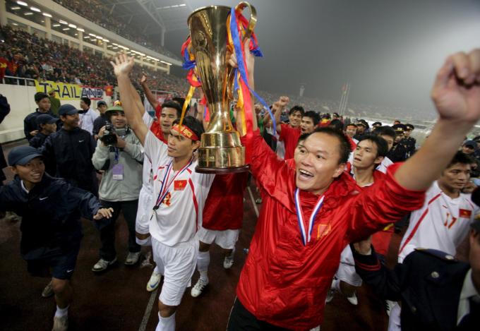 Dương Hồng Sơn thi đấu xuất sắc, giúp Việt Nam vô địch AFF Cup 2008.