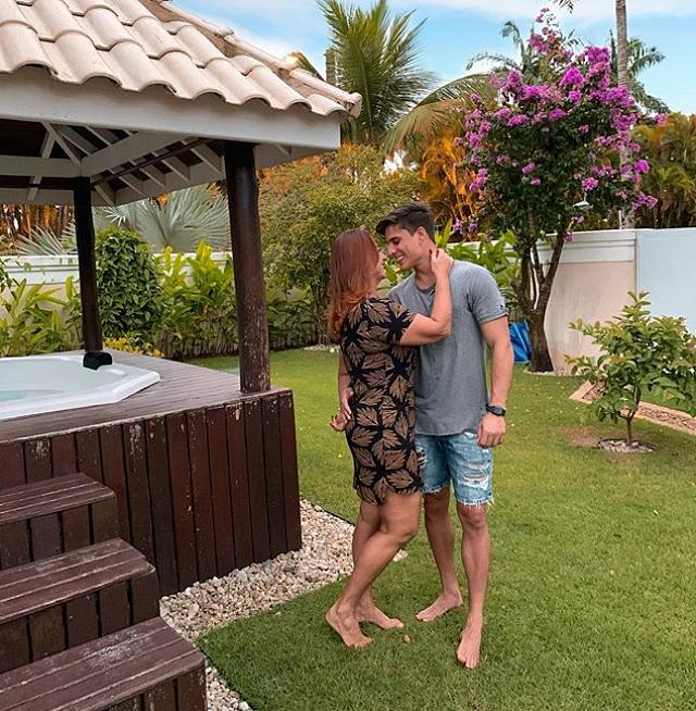 Mẹ Neymar hẹn hò game thủ 22 tuổi