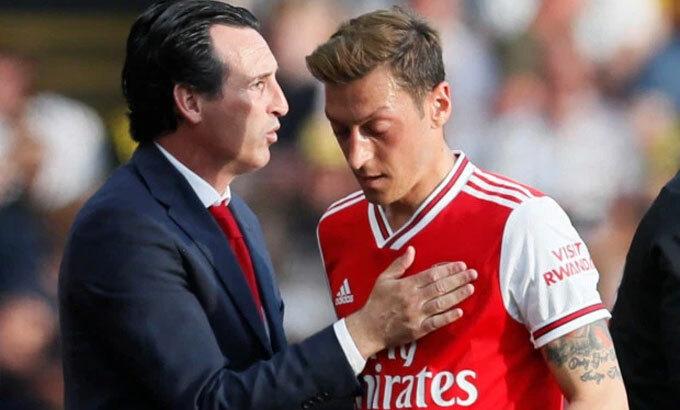 Emery đổ lỗi cho bạn gái cũ về việc bị Arsenal sa thải