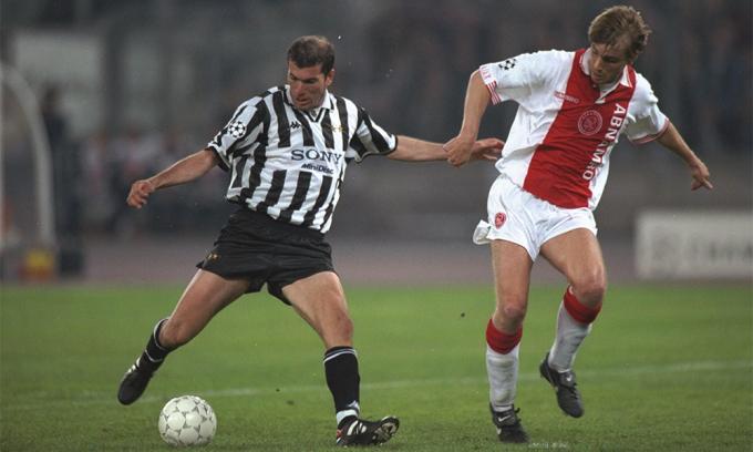 Từ khi sang Juventus, Zidane hoạt động rộng và với tần suất nhiều hơn gấp bội so với thời còn đá ở Pháp cho Bordeaux.