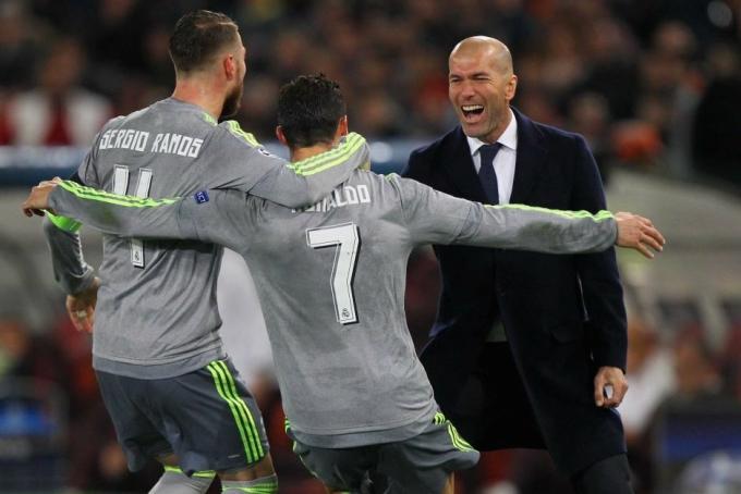 Zidane để các siêu sao như Ronaldo, Ramos tự phát huy năng lực, thay vì gò bó họ vào các hệ thống chiến thuật khô cứng.