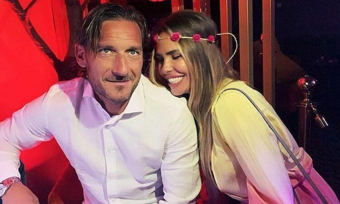 Totti và vợ là cặp đôi nổi tiếng tại Italy. Ảnh: Instagram.