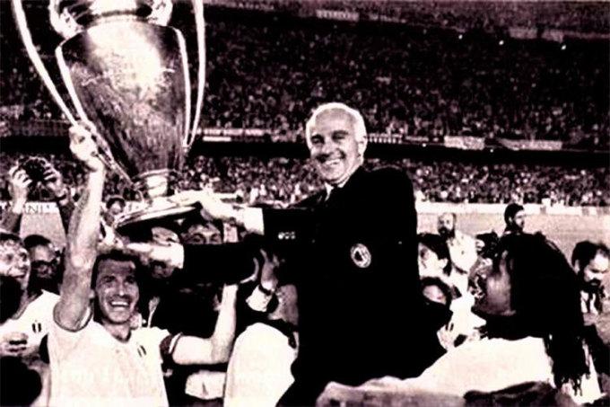 Maradona gọi điện mời Sacchi sang Napoli