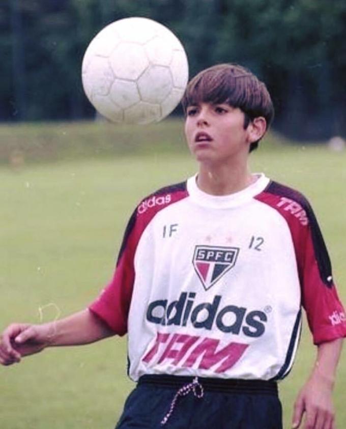 Kaka - thiên sứ bóng đá