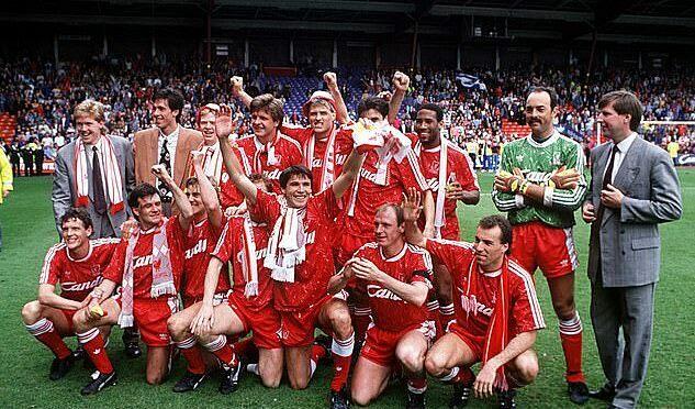Các cầu thủ Liverpool mừng chức vô địch năm 1990. Ảnh: DM.