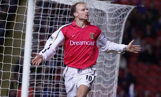 Bergkamp từng ghi 120 bàn trong 423 trận cho Arsenal. Ảnh: Reuters.