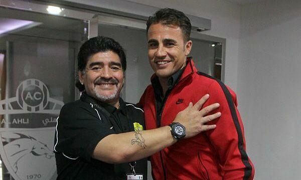 Maradona (trái) là thần tượng của Cannavaro. Ảnh: AlAhly.