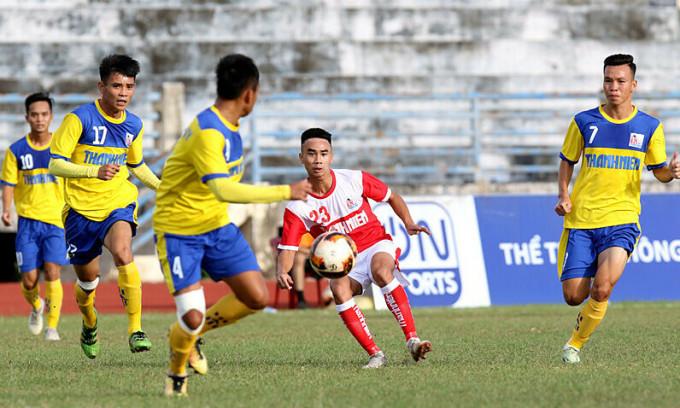Cầu thủ Đồng Tháp (áo vàng) thi đấu tại giải U21 quốc gia 2019. Ảnh: VFF.