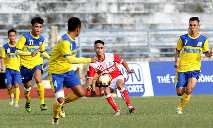 11 cầu thủ Đồng Tháp (áo vàng) dính vào dàn xếp tỷ số trong trận đấu tại vòng loại giải U21 Quốc gia năm 2019. Ảnh: VFF