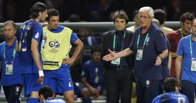 Những nhân sự dự phòng như Iaquinta (trái) được Lippi tận dụng triệt để, tạo nên sức mạnh cho Italy ở World Cup 2006.