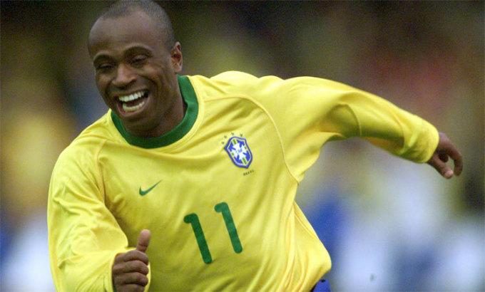 Edilson khoác áo tuyển Brazil 18 năm trước. Ảnh: Reuters.