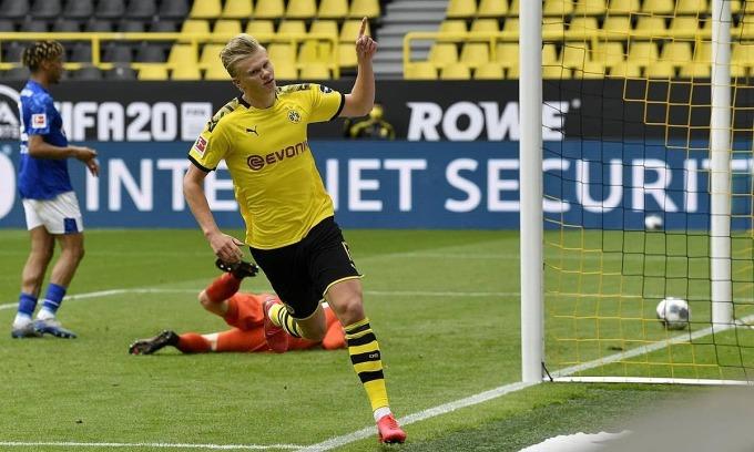 Haaland ghi bàn thứ 13 trong 12 trận cho Dortmund. Ảnh: AP.