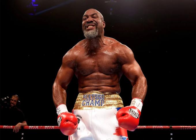 Briggs đánh chuyên nghiệp đến năm 2016 và nhỉnh hơn Tyson về chiều cao cũng như sải tay. Ảnh: The Sun.