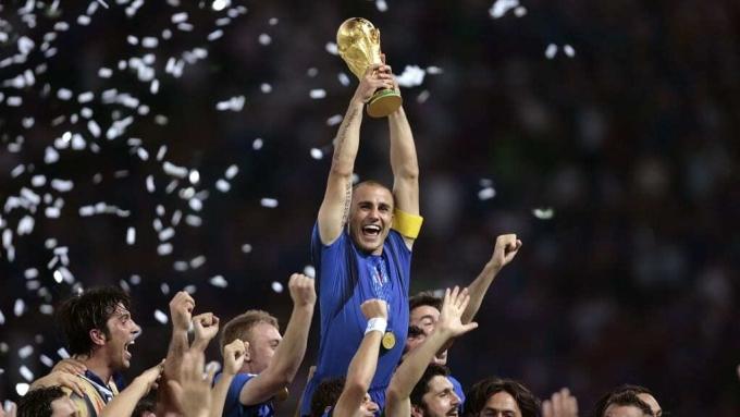 Italy làm vỡ bản sao cup vàng năm 2006