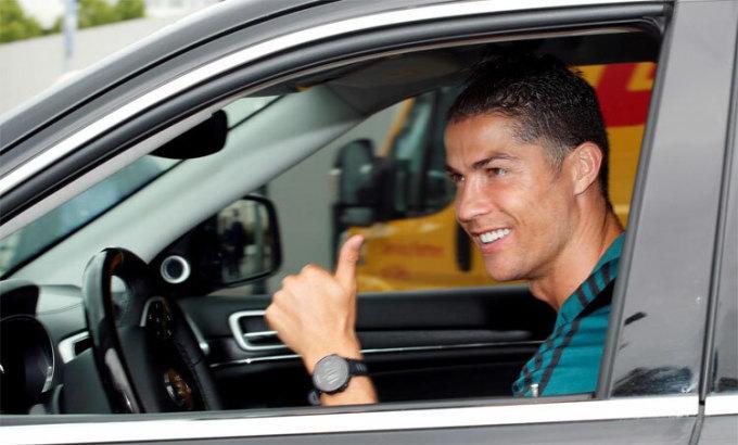 Ronaldo trở lại sân tập Juventus