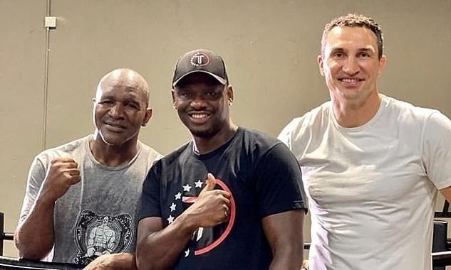 Klitschko giúp Holyfield tập luyện