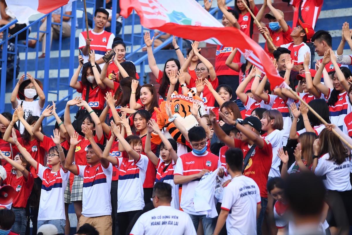 Thiên Trường sôi động ngày bóng đá trở lại