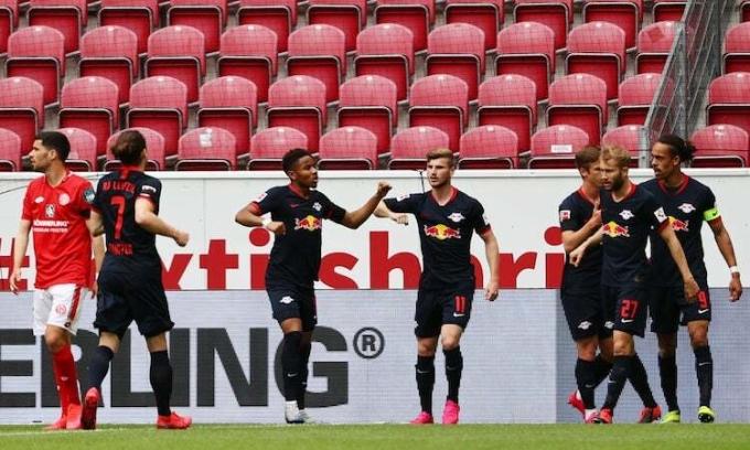 Leipzig tiếp tục bám đuổi Dortmund và Bayern