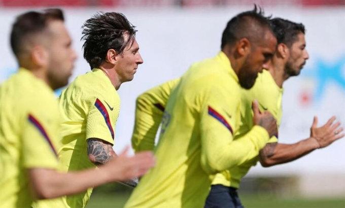 Barca được tập theo nhóm 14 cầu thủ