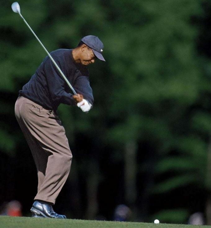 Woods dùng bóng Nike Tour Accuracy lần đầu tạiDeutsche-Bank-SAP Open năm 2000. Ảnh:ALLSPORT.