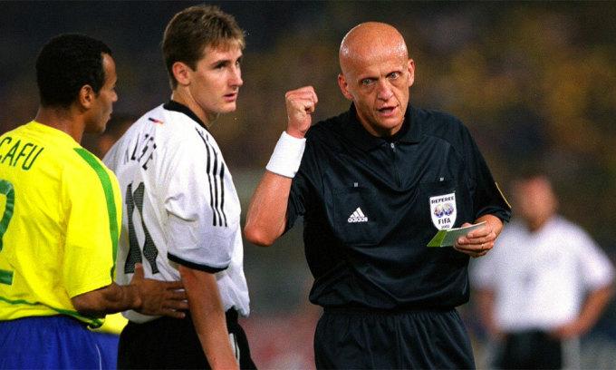 Collina bắt chính trận chung kết World Cup 2002. Ảnh: AFP.