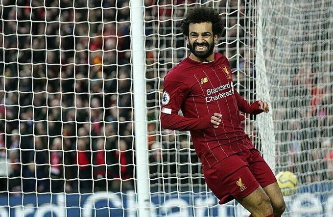 Liverpool có thể phải nâng Cup Ngoại hạng Anh trên sân trung lập. Ảnh: AP.