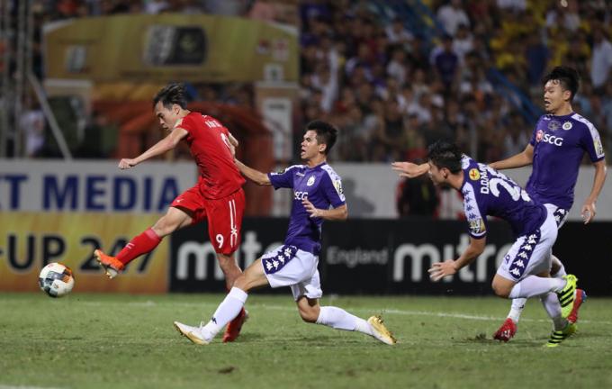 Văn Toàn ghi bàn gỡ hoà 1-1 khi HAGL tới làm khách của Hà Nội mùa giải 2019, chấm dứt chuỗi 7 trận không thắng tại Hàng Đẫy.
