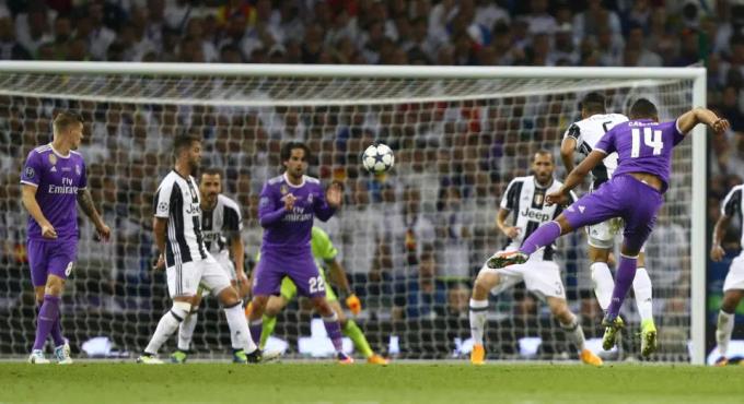 Bên cạnh khâu càn quét giữa sân, Casemiro còn lợi hại với các pha băng lên sút xa, như khi nã tung lưới Juventus ở chung kết Champions League 2017. Ảnh: AP.