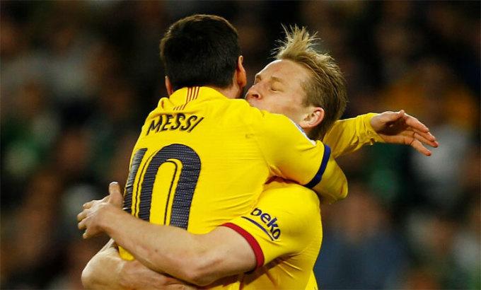 De Jong liên tục đá chính từ khi tới Barca. Ảnh: Reuters.