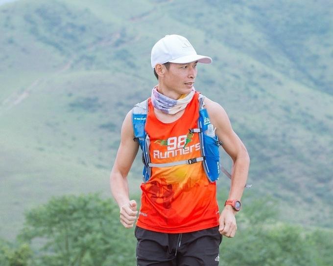 Runner Nguyễn Văn Bình (Bắc Giang) tập leo núi hàng tuần để bổ trợ cho chạy bộ.