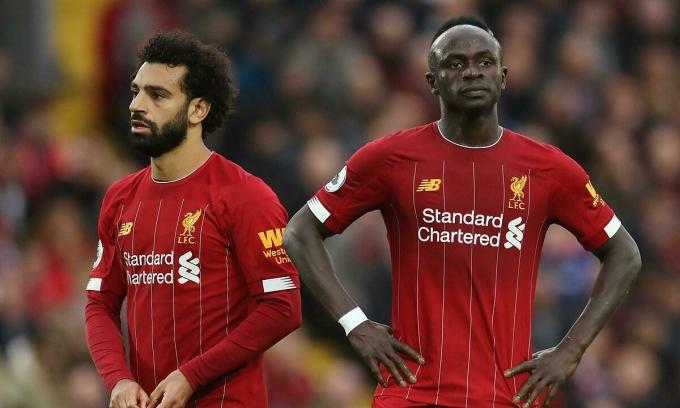 Salah (trái) và Mane từng giận dỗi nhau, nhưng làm lành ngay trên sân. Ảnh: Reuters.