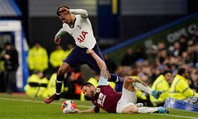 Loạt sáu trận không thắng trên mọi đấu trường trước khi nghỉ dịch tưởng chừng khiến Mourinho mất ghế. Ảnh:Reuters.