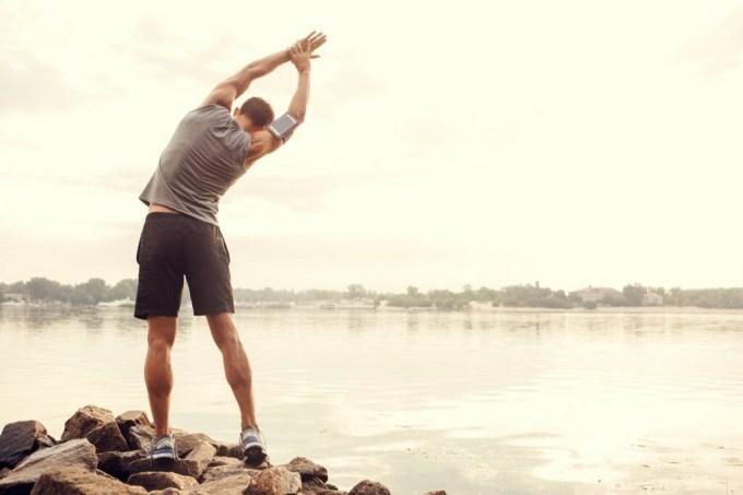 Nên khởi động kỹ để giảm nguy cơ chấn thương khi chạy.