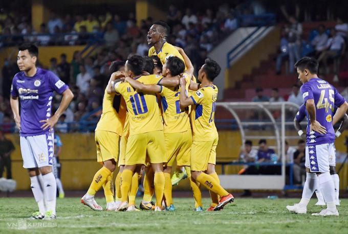 SLNA gây chấn động khi đánh bại Hà Nội ở vòng 4 V-League 2020.